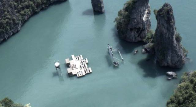 A Floating Movie Theater In Thailand 02