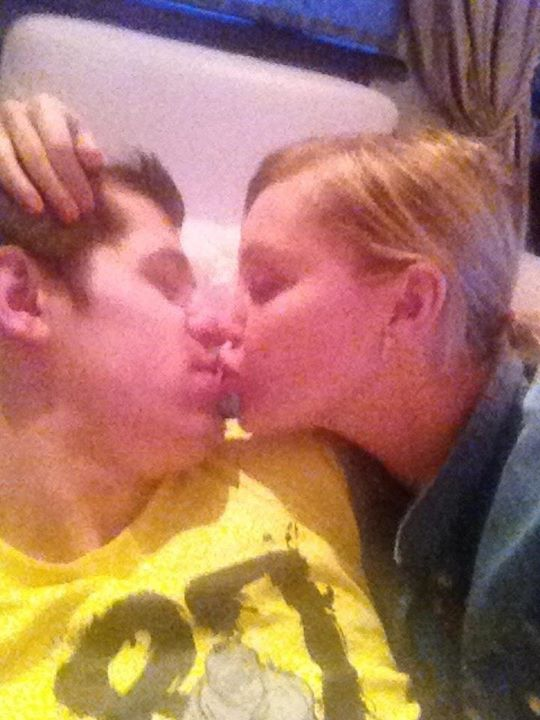Evgeni Malkin Makes Out In A Crosby Shirt